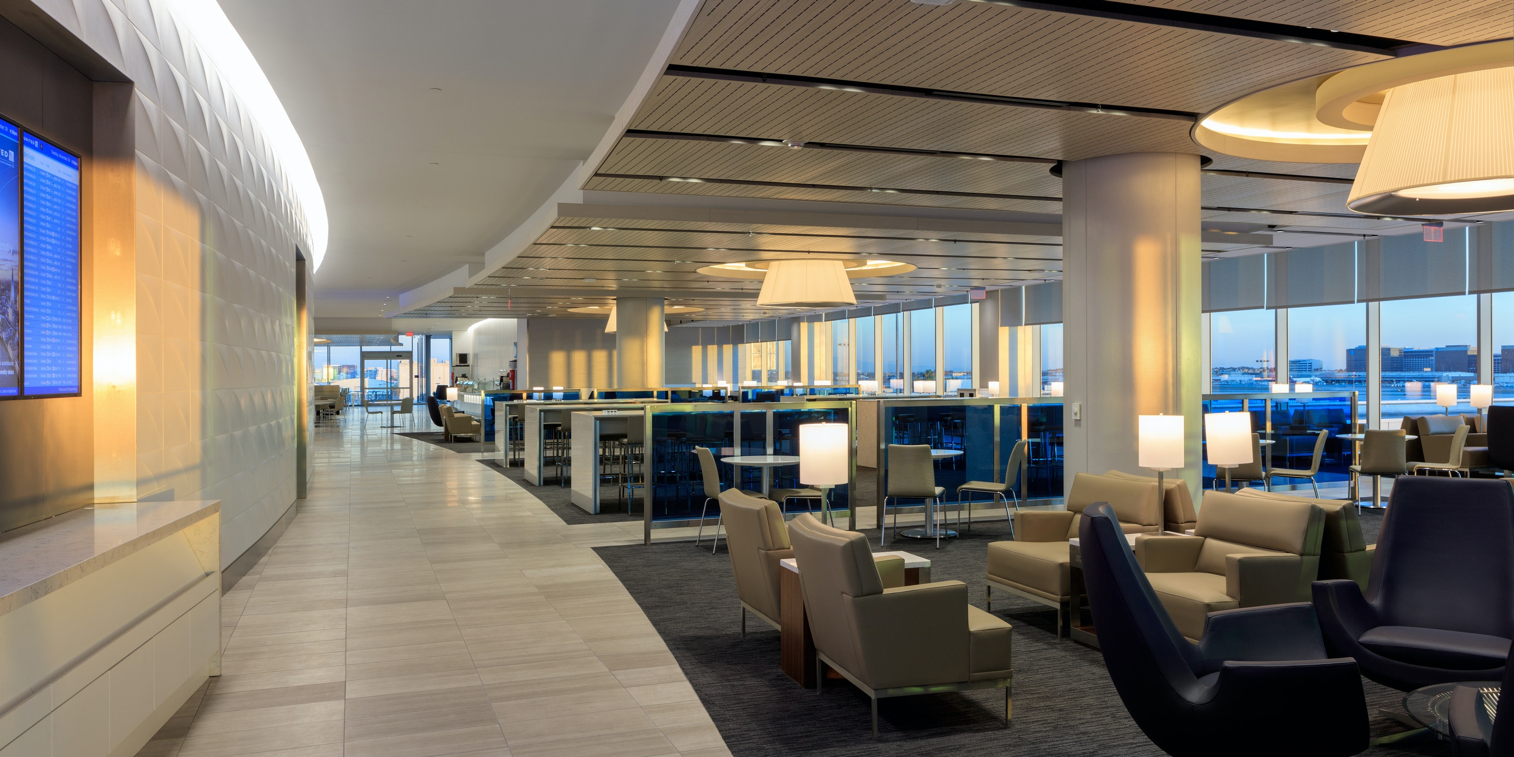 United Club Lounge curve